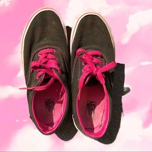 black vans w/ pink shoelaces & stitching: youth sz